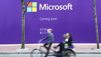 Microsoft Tempts Oracle's Database Users