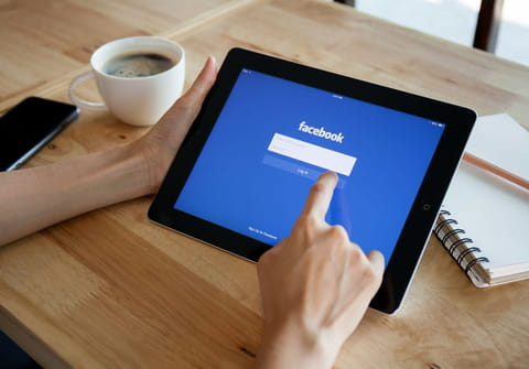 Change Facebook language: in browser and on Android