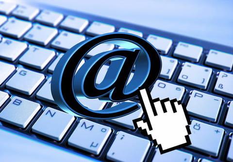Write the At symbol (@) on laptop keyboard: Windows and Mac