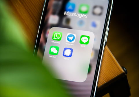Refresh WhatsApp contacts: iPhone, Android, Samsung