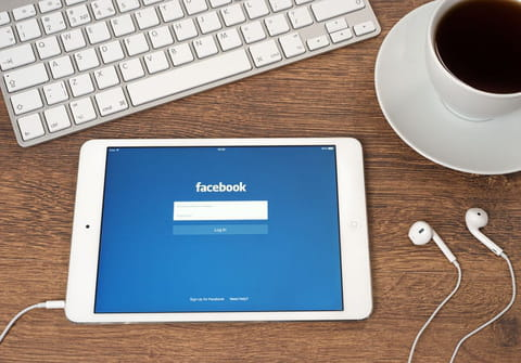 How to share a post in a private message on Facebook